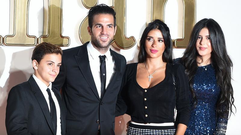 Cesc Fabregas z partnerką Daniellą Semaan i jej dziećmi