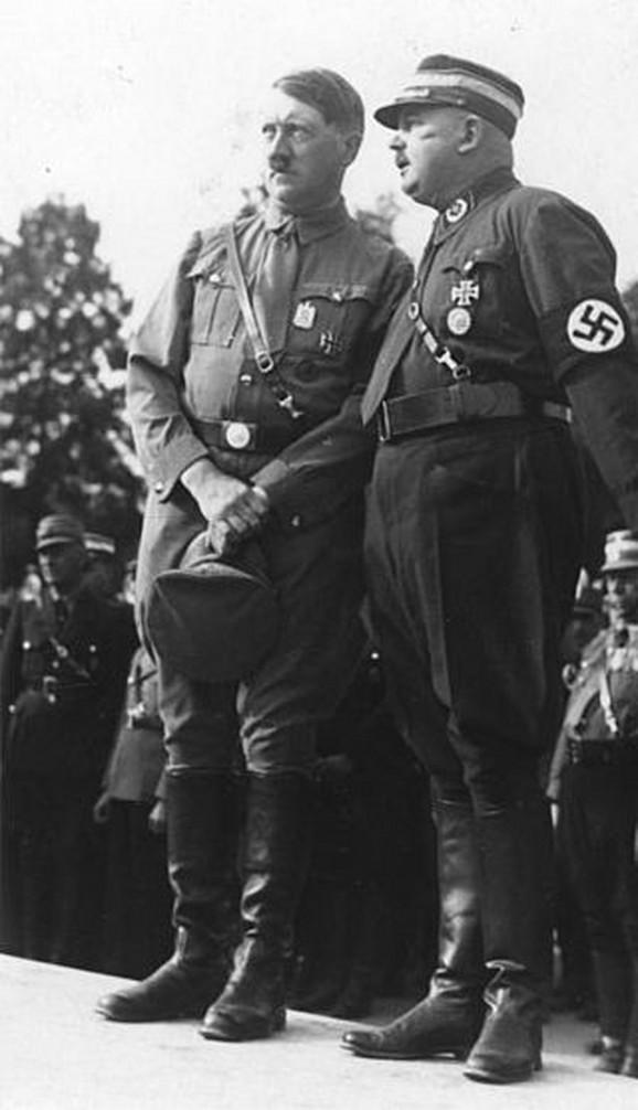Adolf Hitler sa Ernstom Romom