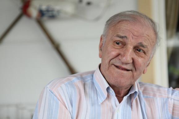 Velimir bata Živojinović: Kod kuće na oporavku