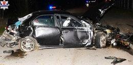 Kierowca wbił się w ogrodzenie boiska. W aucie było 5-letnie dziecko