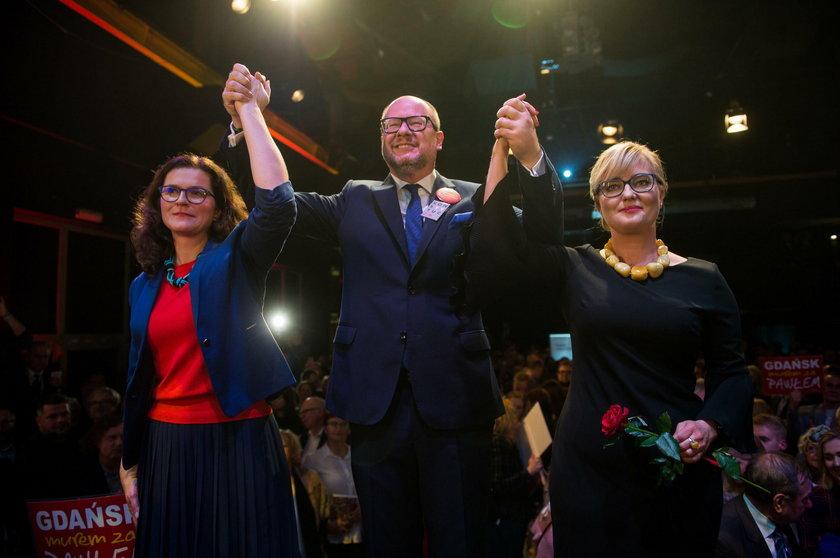 Chórzystka, stroniąca od polityki. Kim jest Magdalena Adamowicz?