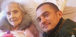 Orlando Bloom żegna się ze swoją babcią.