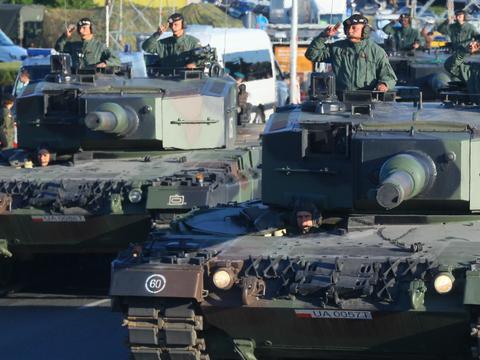 c770ecd23d7f8c Wojsko wyprzedaje zalegający sprzęt. Oferuje produkty w świetnych cenach.