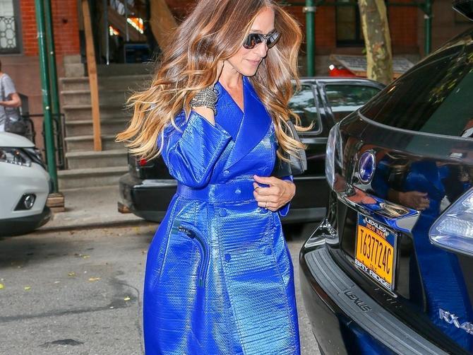 Ona je ponovo u plavom i divno joj stoji