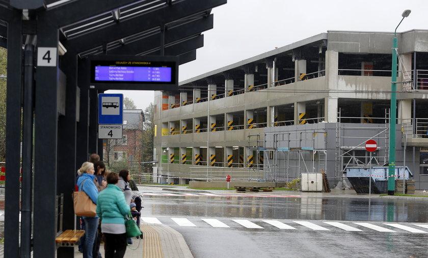 Budowa pietrowego parkingu przy glownym dworcu kolejowym w Tychach