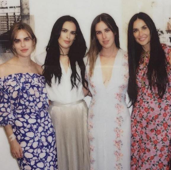 Demi Mur sa ćerkama