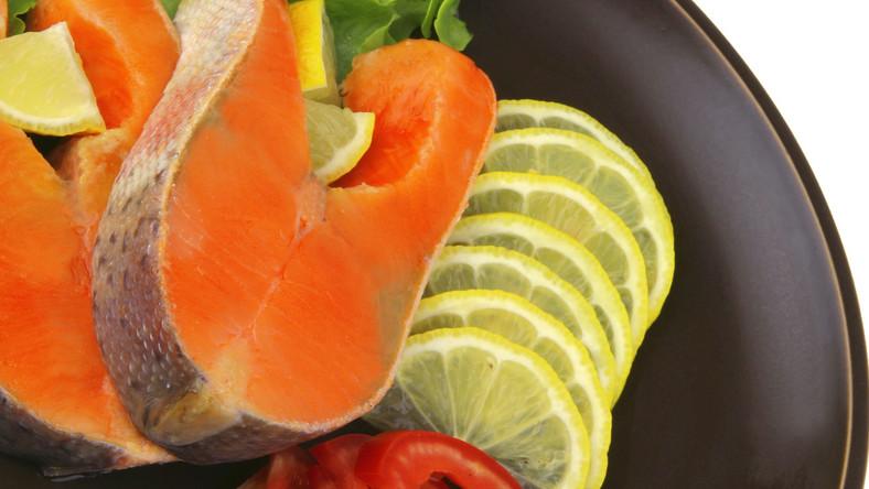 Osoby, które jedzą dużo ryb, rzadziej chorują na raka jelita grubego i odbytnicy