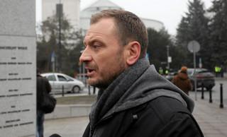 Nitras: Nie dotykałem żadnej prywatnej rzeczy posłów PiS. Podniosłem z ziemi książkę Jarosława Kaczyńskiego