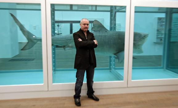 Dejmijen Herst, autor umetničke instalacije