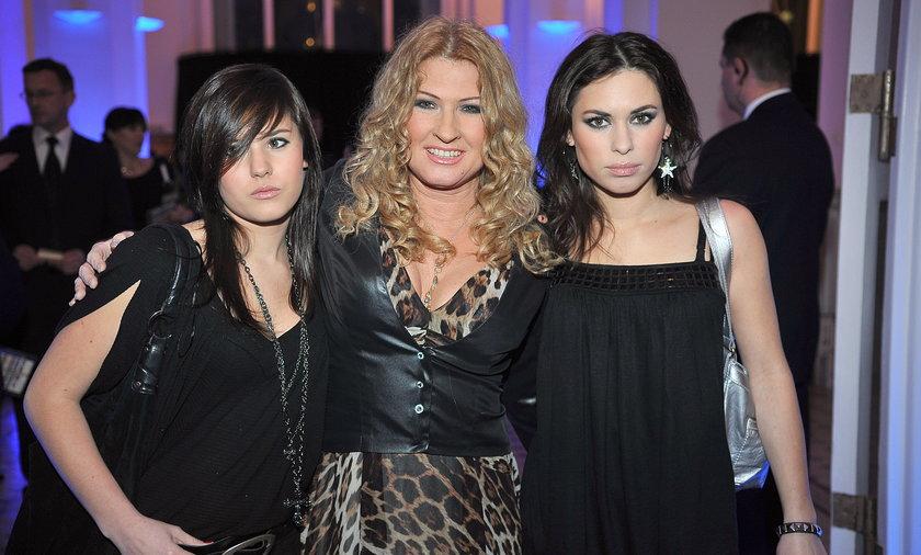 Beata Kozidrak z córkami