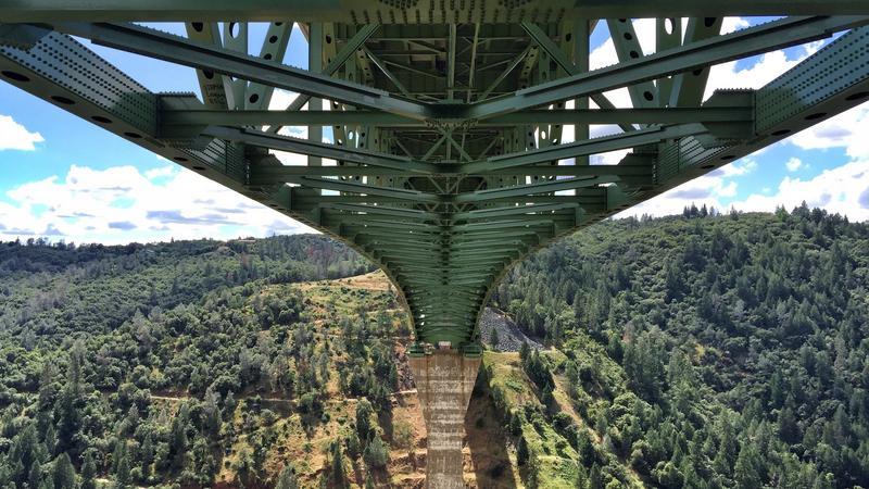 Kobieta spadła z najwyższego mostu Kalifornii, bo chciała zrobić sobie selfie