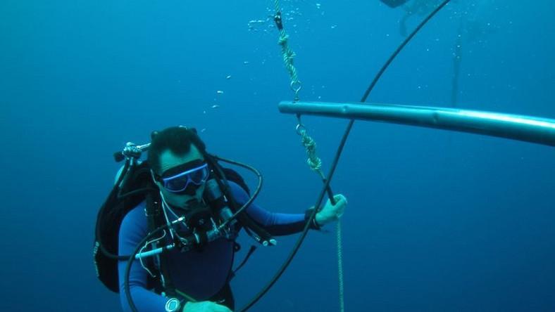 Czarnecki pokonał trasę 17 km na głębokości 72 metrów w czasie 9 godzin i 58 minut