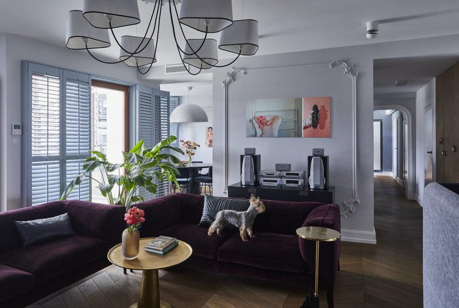 Elegancki apartament w kolorze burzowego błękitu