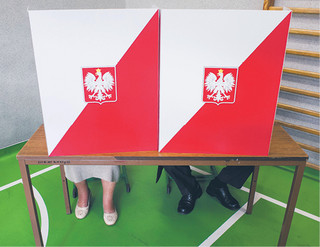 Zjednoczona Prawica i Porozumienie osobno w sondażu wyborczym. Partia Gowina poniżej progu