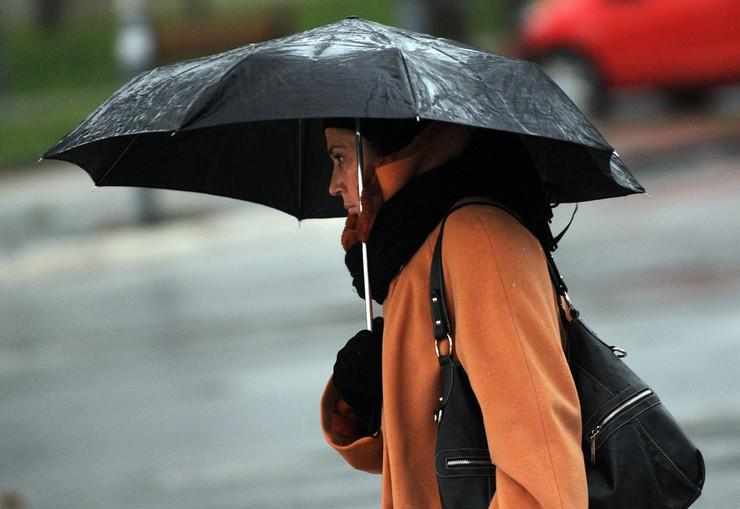 Kišobrani 5°C Počela i kiša, a temperatura se spustila na pet stepeni