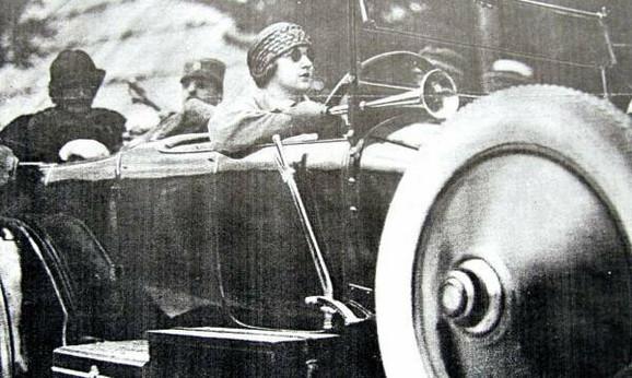 Kraljica Marija prva žena koja je u Srbiji vozila automobil