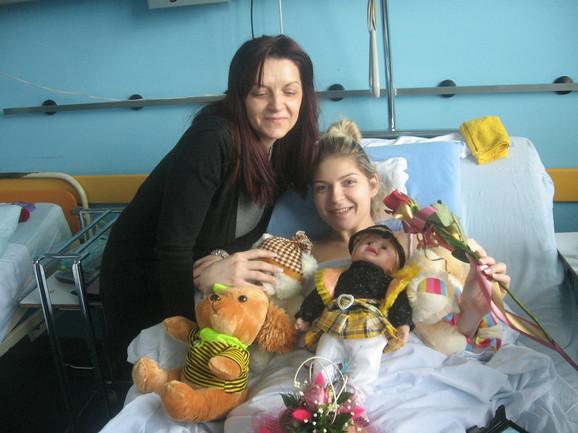 Uz Vanju Mijatović je stalno majka Snežana