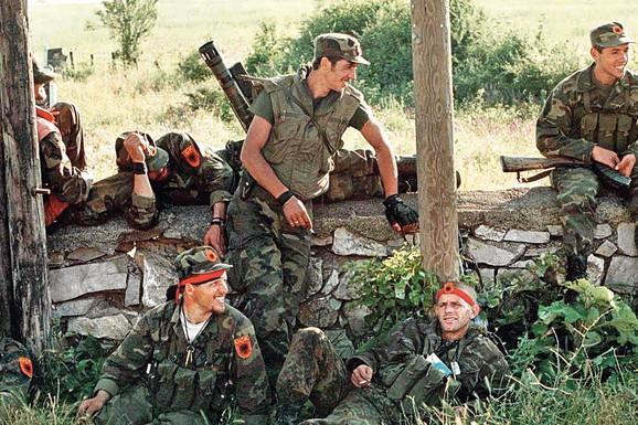 """TELO PRONAĐENO KOD JEZERA Na Kosovu opet ubijaju svedoke zločina OVK: """"Oni su glavni dokazi, zato ih UKLANJAJU PO MAFIJAŠKOM PRINCIPU"""""""