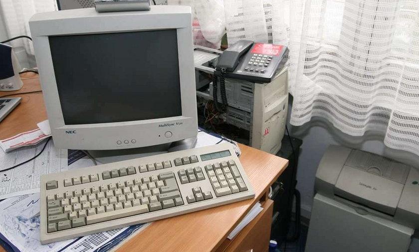 W MON komputery po 12 lat w magazynie