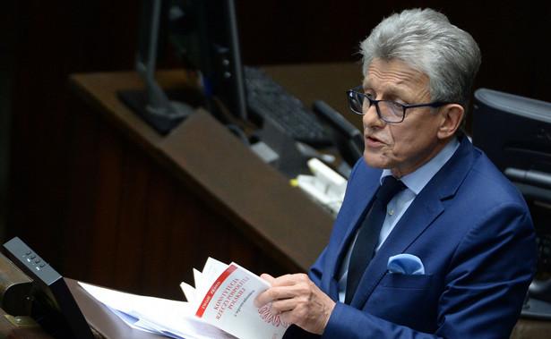 Piotrowicz podkreślił, że sądy nie mają prawa zajmować się polityką.
