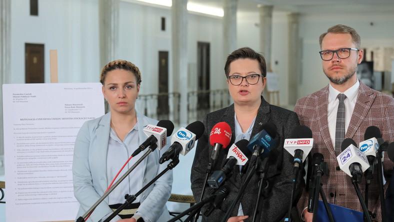 Członkowie sejmowej Komisji Edukacji, Nauki i Młodzieży: Michał Krawczyk (P), Katarzyna Lubnauer (C) i Kinga Gajewska (L)