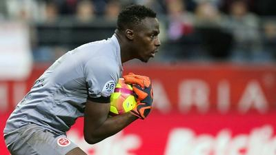 Chelsea sign Rennes goalkeeper Mendy