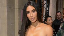 Kim Kardashian pozuje zupełnie nago w toalecie. Seksowna?