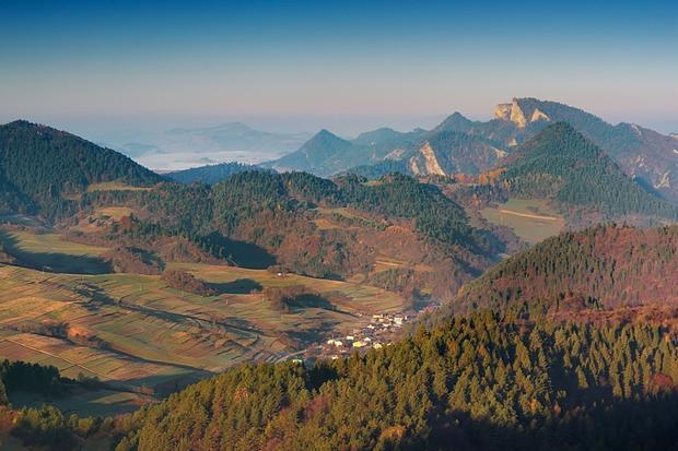 Małe Pieniny, widok z Wysokiego Wierchu w kierunku Trzech Koron, w tle m.in. Jaworki