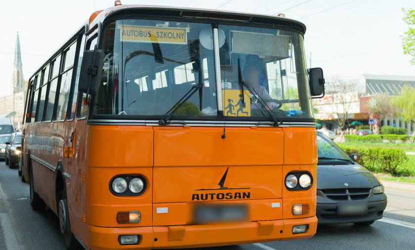 Kierowca szkolnego autobusu był kompletnie pijany.