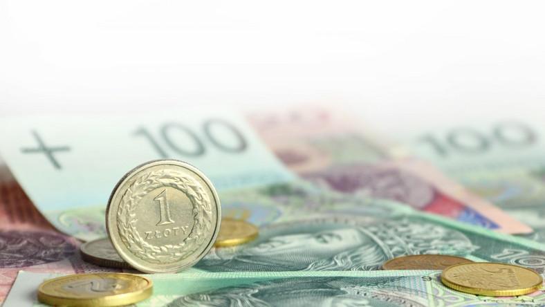 Dane o złych kredytach w Hiszpanii pociągnęły złotego na dół