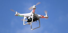 Filmował dronem pływające dzieci. Nagle zobaczył cień
