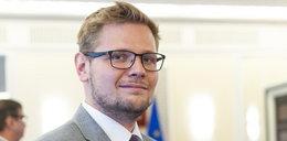 Minister Woś chce mieć willę jak Sikorski