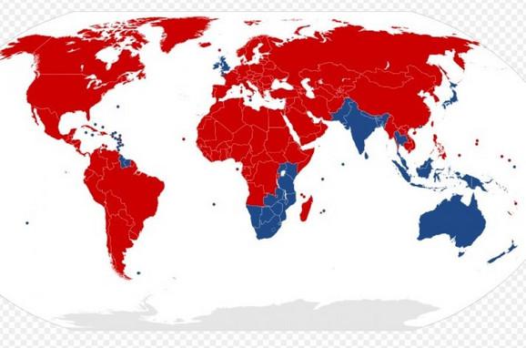 Plavom su obojene zemlje gde se vozi levom stranom, a crvene gde se vozi desnom
