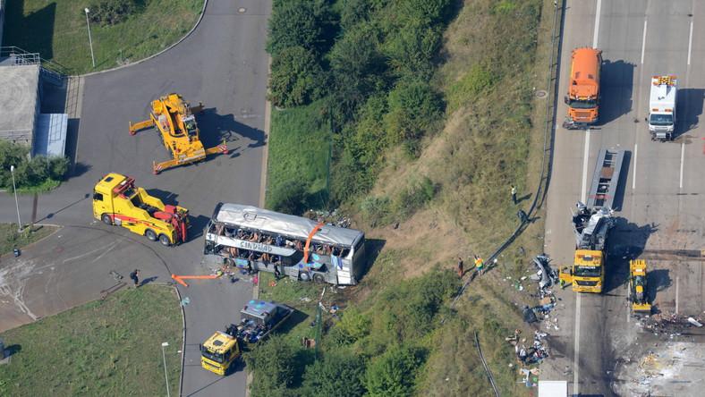 Około godziny 2 w nocy piętrowy autobus polskiego przewoźnika, którym podróżowało ponad 60 osób, najechał na tył ukraińskiego autobusu...