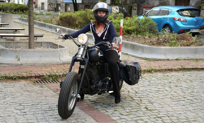 Ewa Błachnio na motocyklu