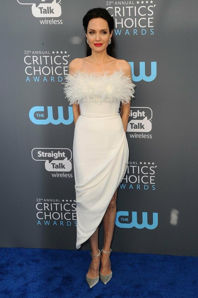 Anđelina u novoj haljini
