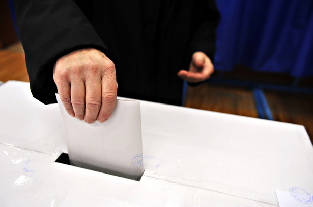 Poseł Kukiz'15: Jednomandatowe okręgi wyborcze powinny być w wyborach do rad wszystkich gmin oraz powiatów i sejmików