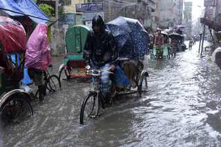 Bangladesz: W lawinach błotnych zginęło ponad 110 ludzi