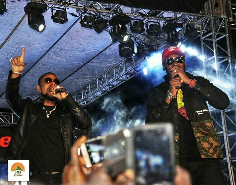 Alexx Ekubo performing alongside 2baba at Jos Chillin' Mega Fiesta 2019