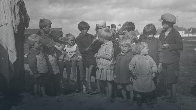 W okresie międzywojennym na Żoliborzu było wielu bezdomnych. Wśród nich nie brakowało dzieci