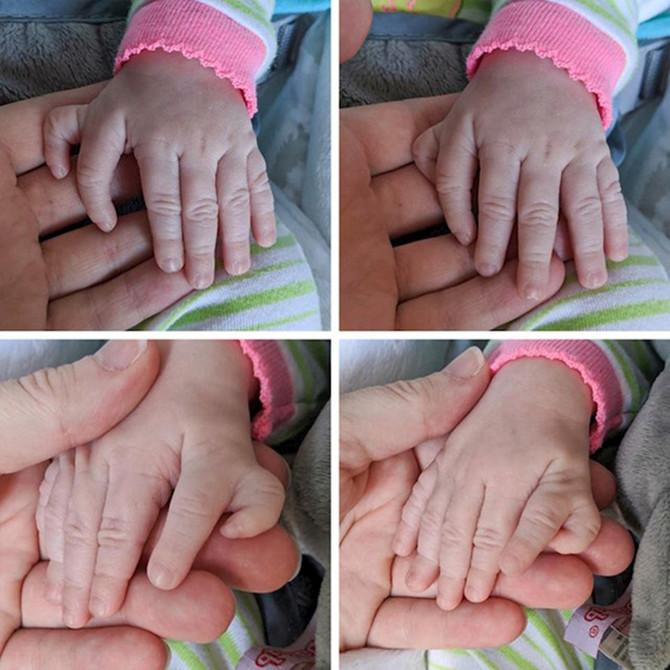 U ruku ove bebe svi gledaju