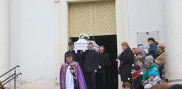 Pogrzeb Pawełka. Koledzy przynieśli mu białe róże