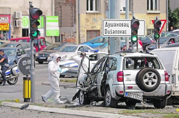 Automobil je eksplodirao na raskrnici