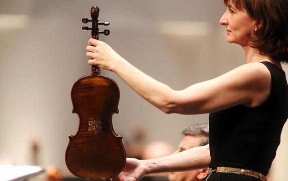 Violina koja je pripadala jednom od članova zatvoreničkog orkestra u Aušvicu