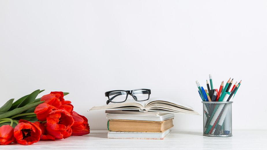 Prezent dla nauczyciela - pomysły na niedrogi upominek