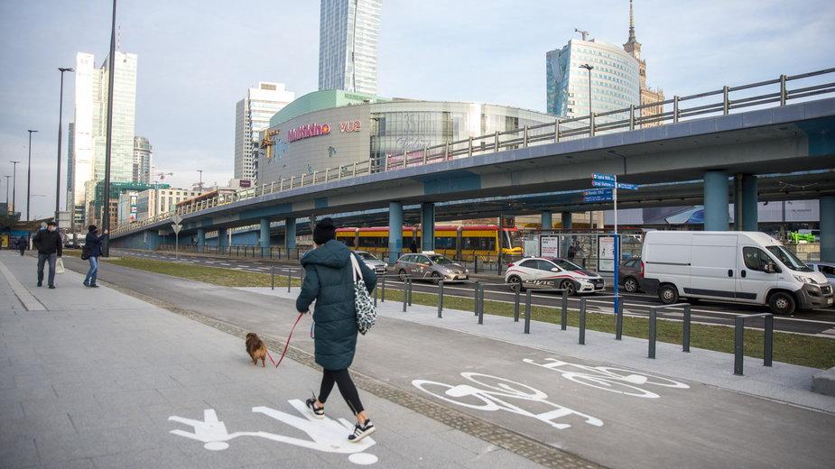 Przebudowano al. Jana Pawła II i rondo Czterdziestolatka, są nowe chodniki i droga rowerowa