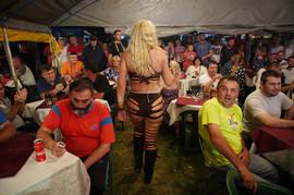 Znojave igračice i masno pečenje: Sutra je jedan od najvećih verskih praznika, a u OVOM gradu u Srbiji se priprema SODOMA I GOMORA