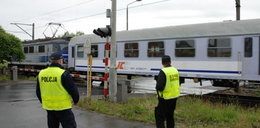 Policjanci na przejazdach kolejowych