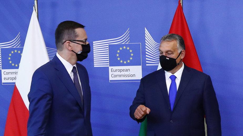 Mateusz Morawiecki i Viktor Orban - premierzy Polski i Węgier - przeciwni planowi pomocy na rzecz kobiet i osób LGBT