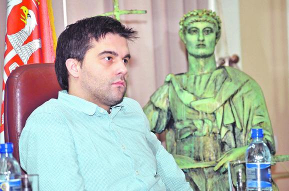 Ivan Vuković nije ispunjavao neophodne uslove da postane direktor pozorišta